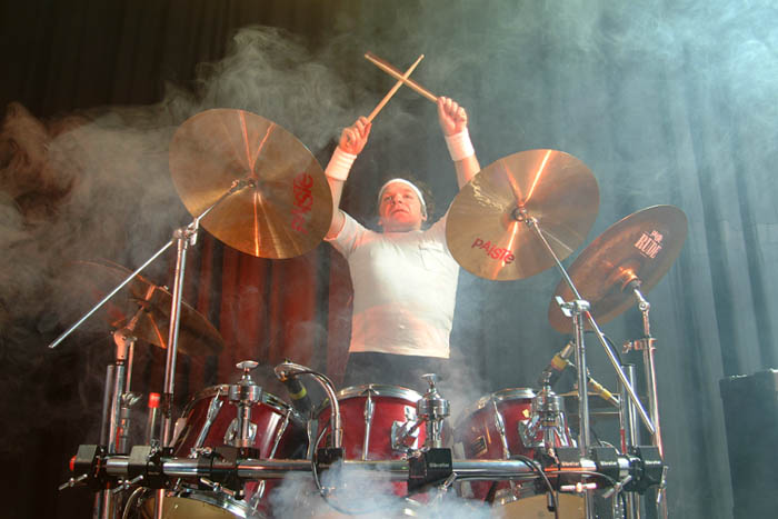 steve williams dwarf actor / drummer  whilst playing with Status Clone
